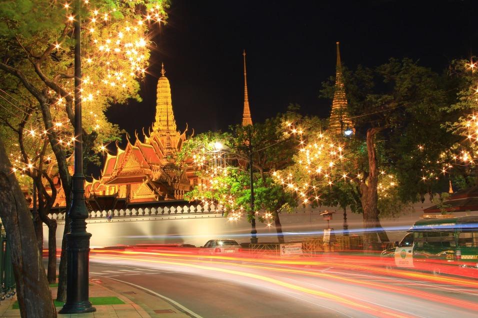 temple-of-the-emerald-buddha-978807_1920